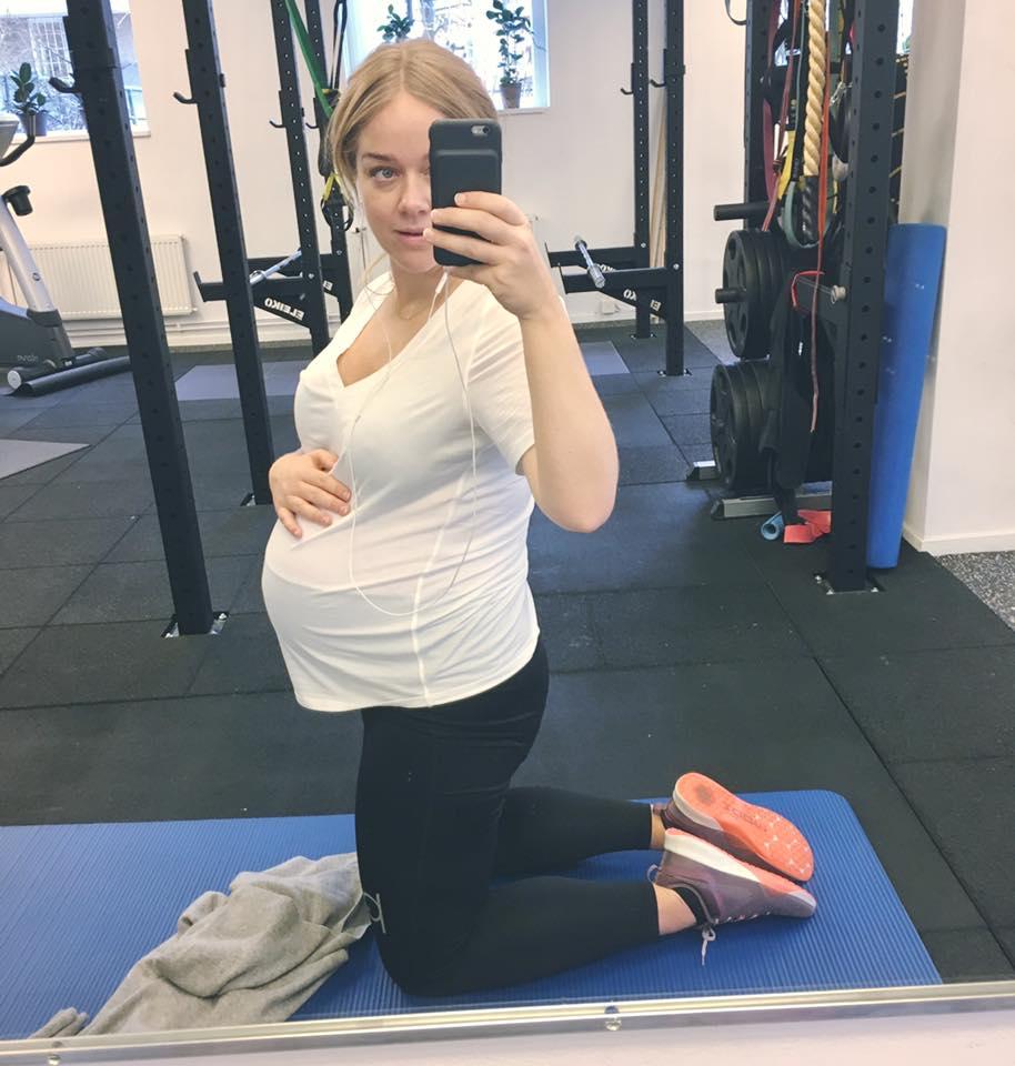 Ebba von Sydow i våra träningstights för gravida