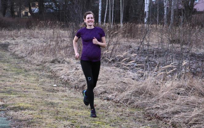 Josefine Antonsson på runnersworld.se - provar tre av våra träningsbyxor för gravida