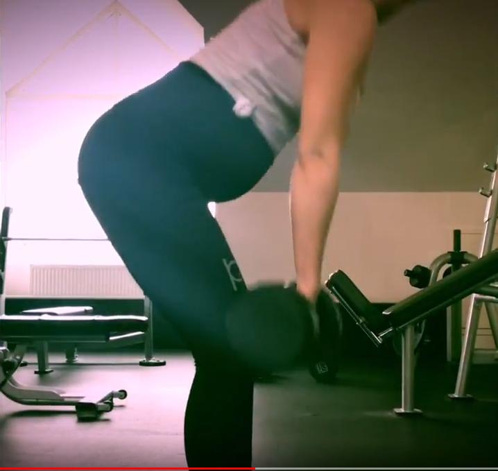 Träningsfilm på gravida bloggaren och Instagrammaren Camilla Berg i våra träningsbyxorför gravida